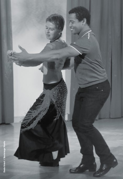 Backstage Studio: Dodo Usteri dancing with ballroom partner